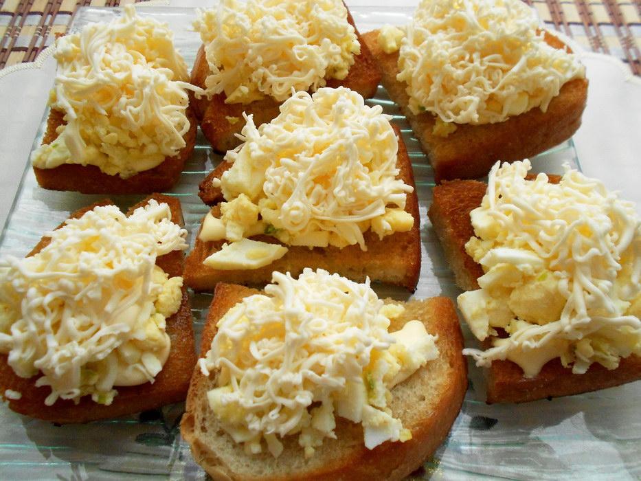 Сколько ни готовь – мало! Чесночные ГРЕНКИ с Сыром и Яйцом