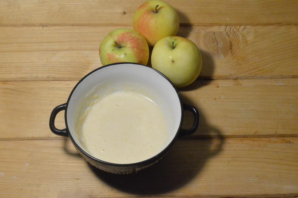Добавляем молоко и перемешиваем