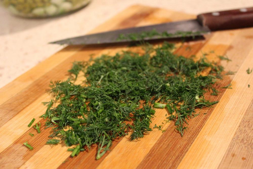 Порезать зелень - укроп