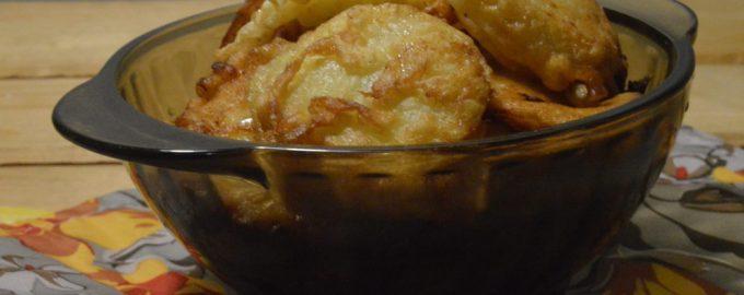 Яблоки в тесте жареные на сковороде
