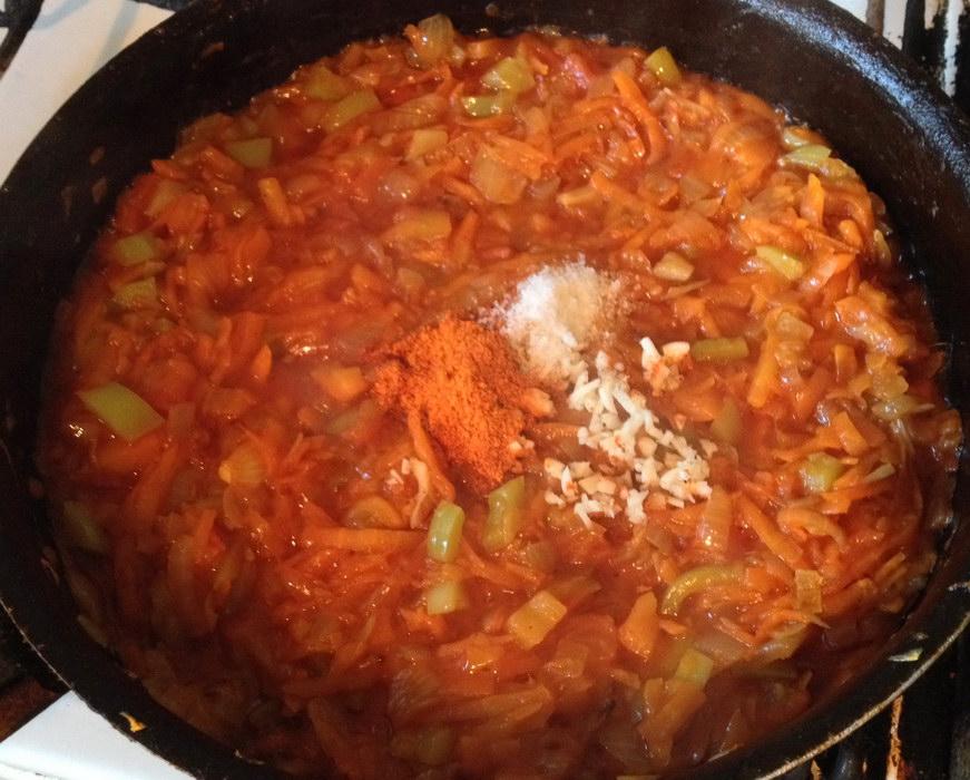 Добавить перец и помидор