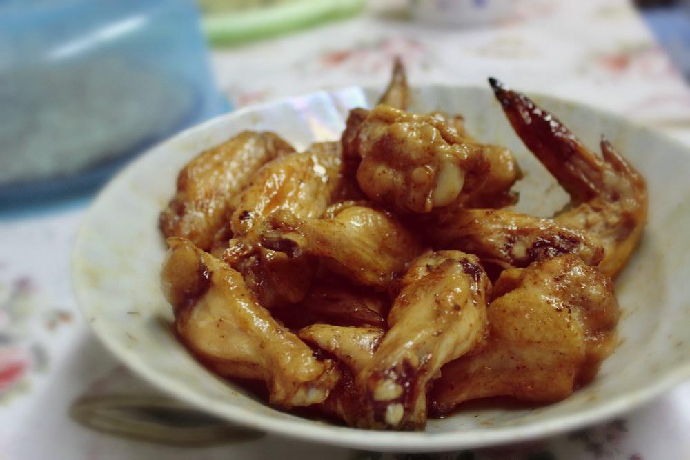 Куриные крылышки, запеченные в духовке, под кисло-сладким соусом
