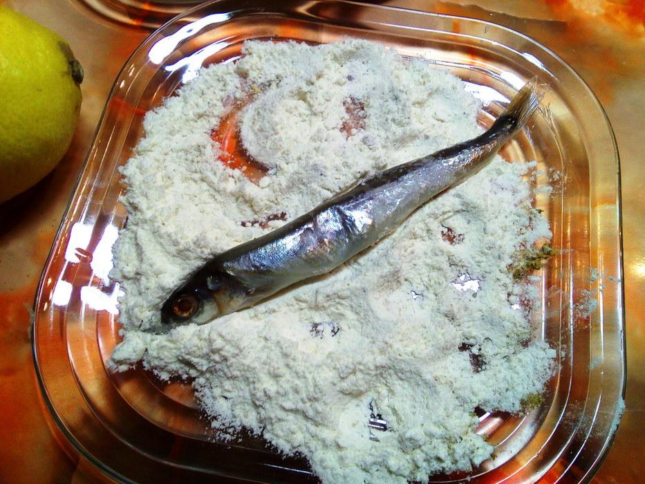 Обмакиваем рыбу в панировку