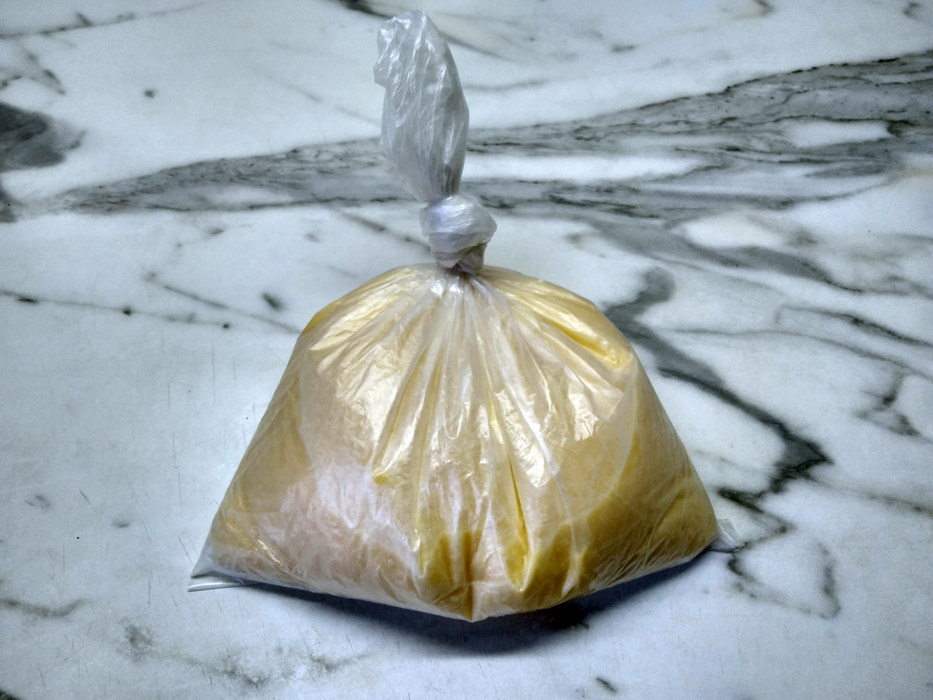 Залить омлет смесь в пакет