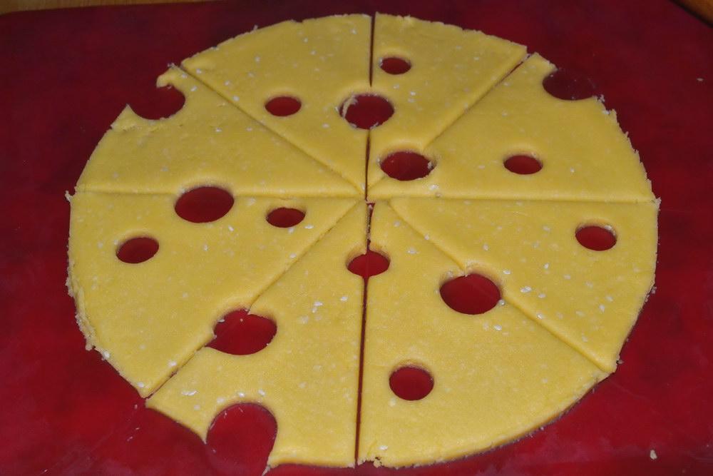Разрезать на треугольники сыра