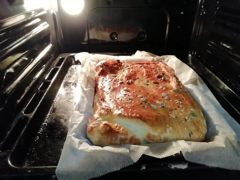 Ставим в духовку и выпекаем