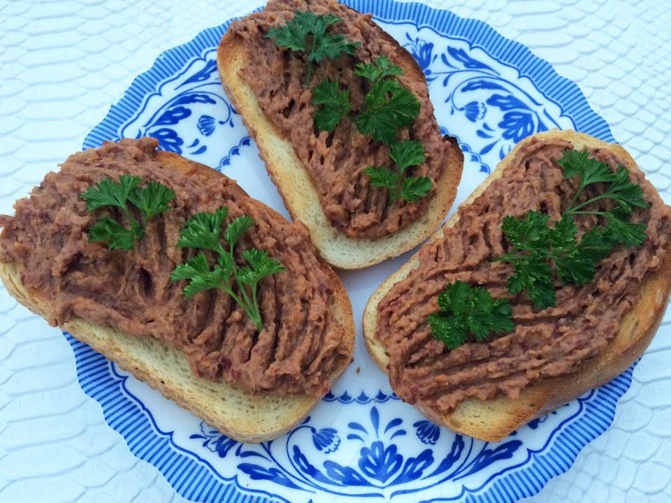 Постный паштет с фасолью и грибами