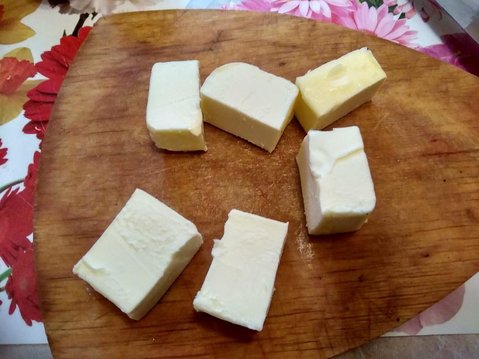 Масло нарезаем
