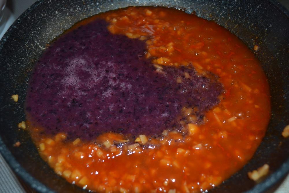 Добавить виноградное пюре