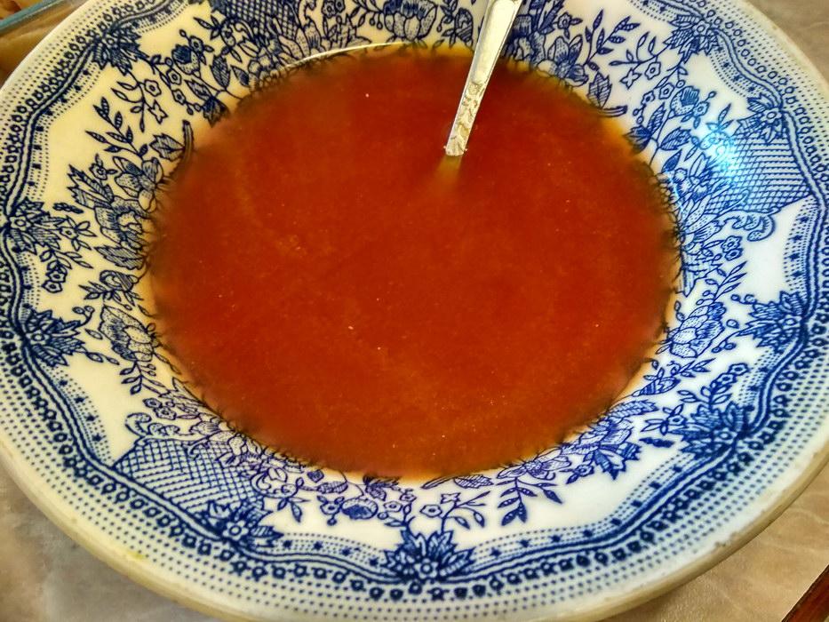 Заливаем томатной пастой