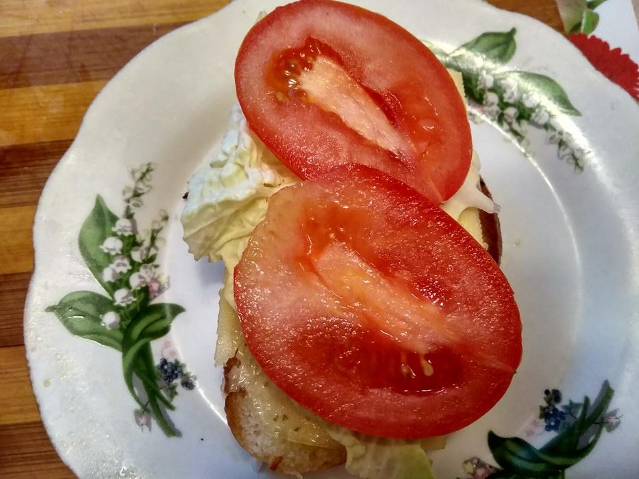 Кладём помидоры