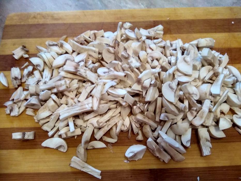 Мелко порезать грибы