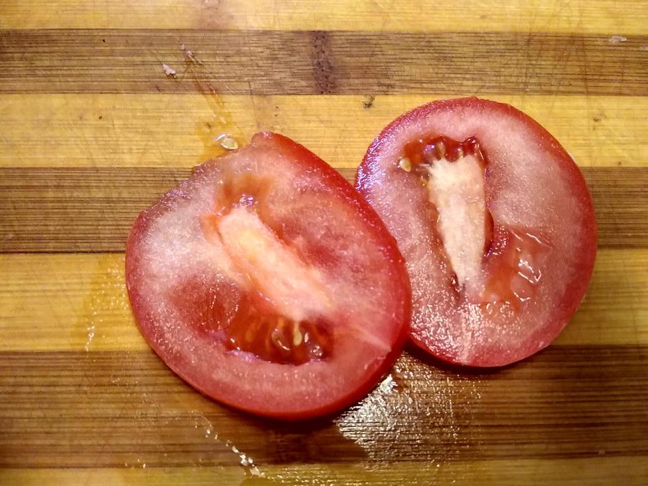 Нарежем помидор