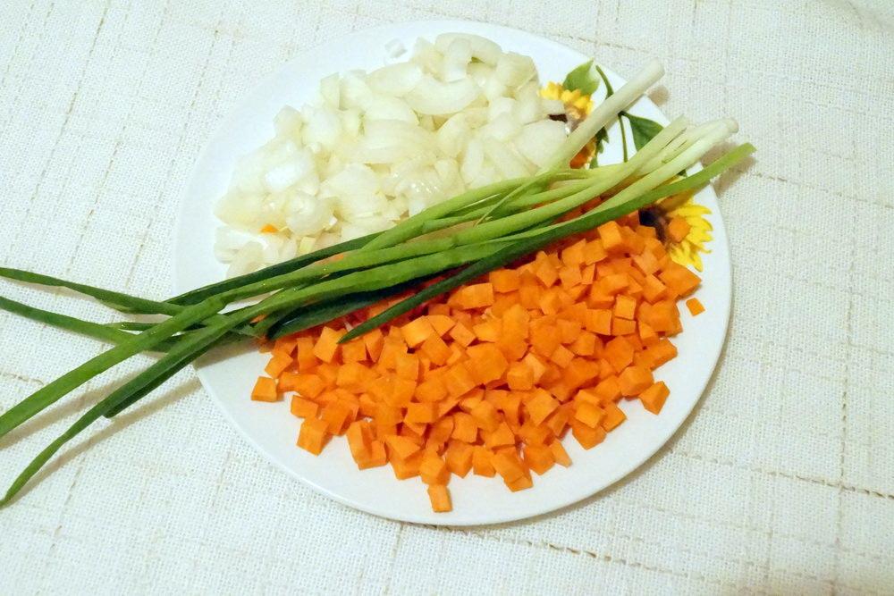 Почистить и нарезать овощи