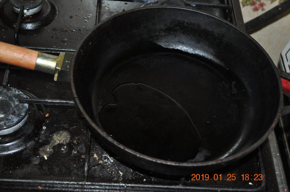Накалить сковороду