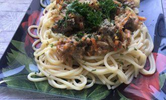 Куриная печень в сливочном соусе со спагетти
