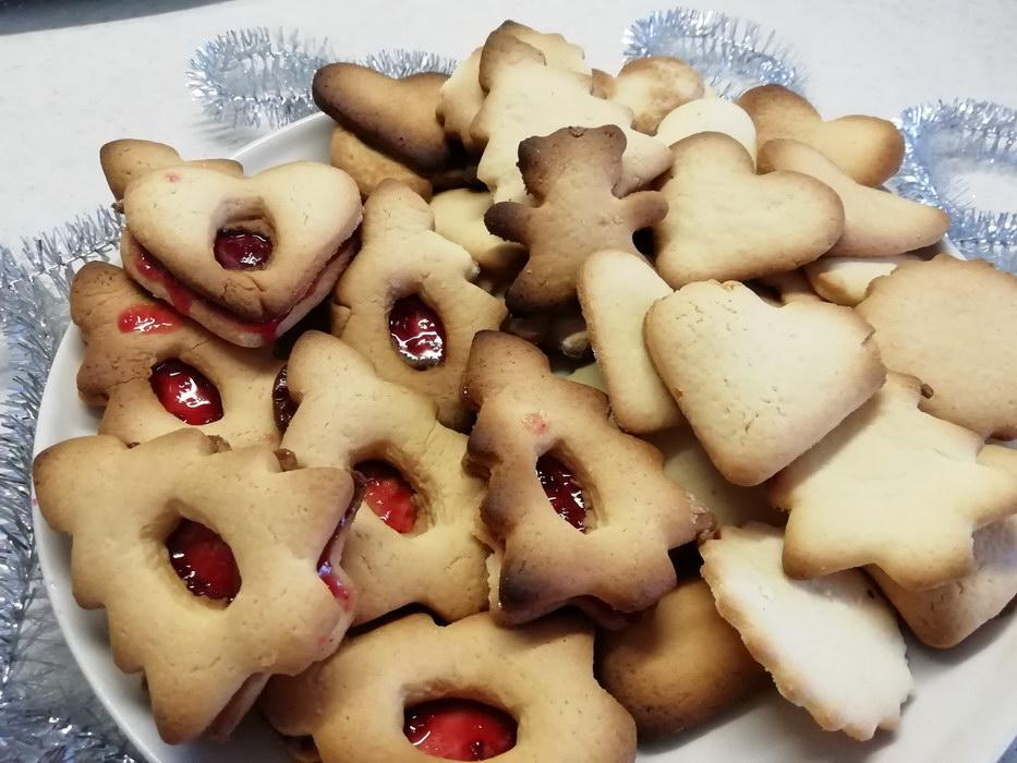 Праздничное печенье с клюквенным декором