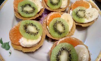 Песочные корзиночки с кремом и фруктами