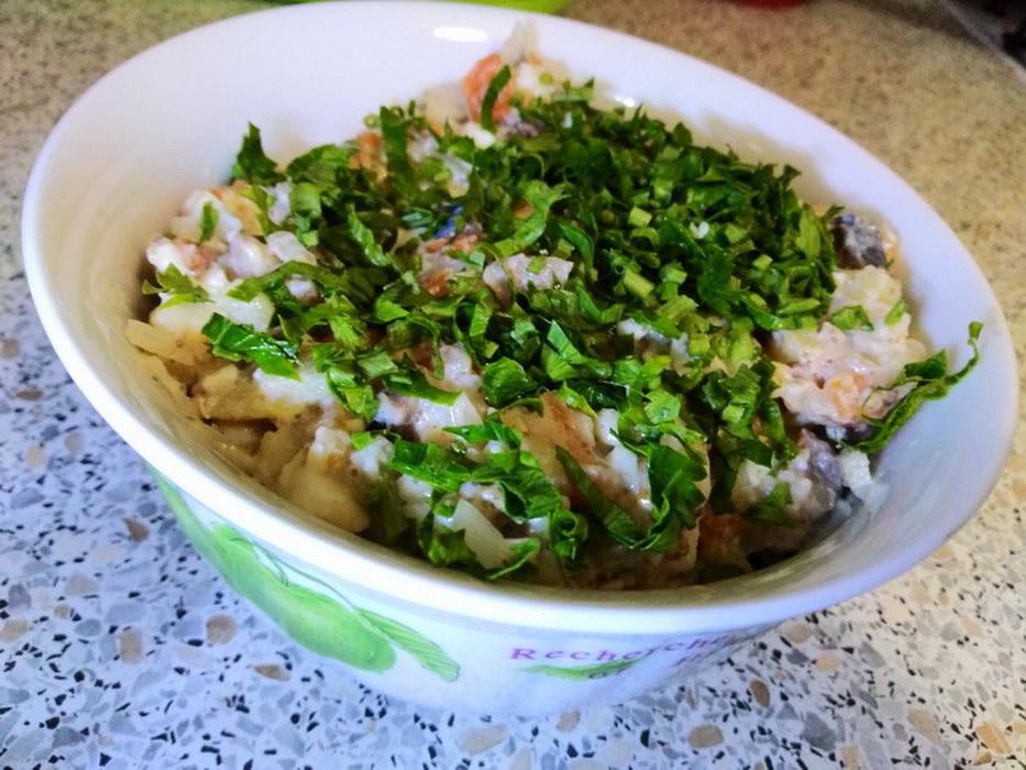 Быстрый салат с сельдью «Прибой» - отличная замена «Селедке под шубой»