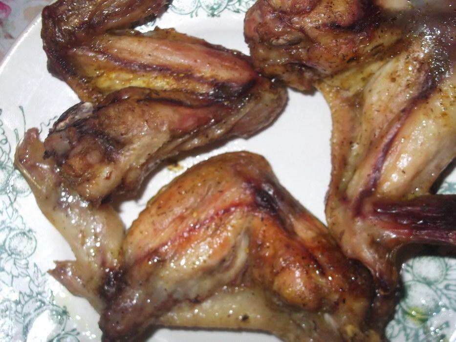 Куриные крылышки, запеченный в фольге в духовке.