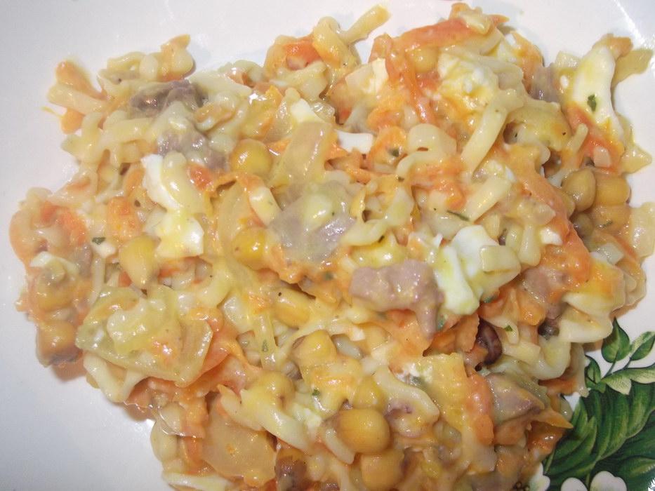 Салат из вермишели быстрого приготовления.