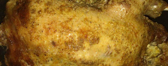 Золотистая утка в духовке с яблоками и ананасами