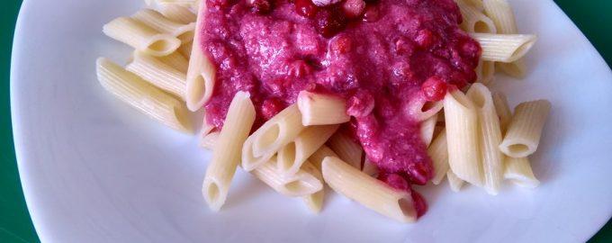 Макароны с ягодным соусом – любимый детский завтрак
