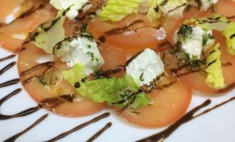 Карпаччо из томатов с сыром «Сиртаки»