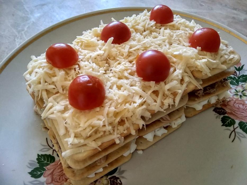 Салат «Мимоза» по-новому: рецепт на солёных крекерах
