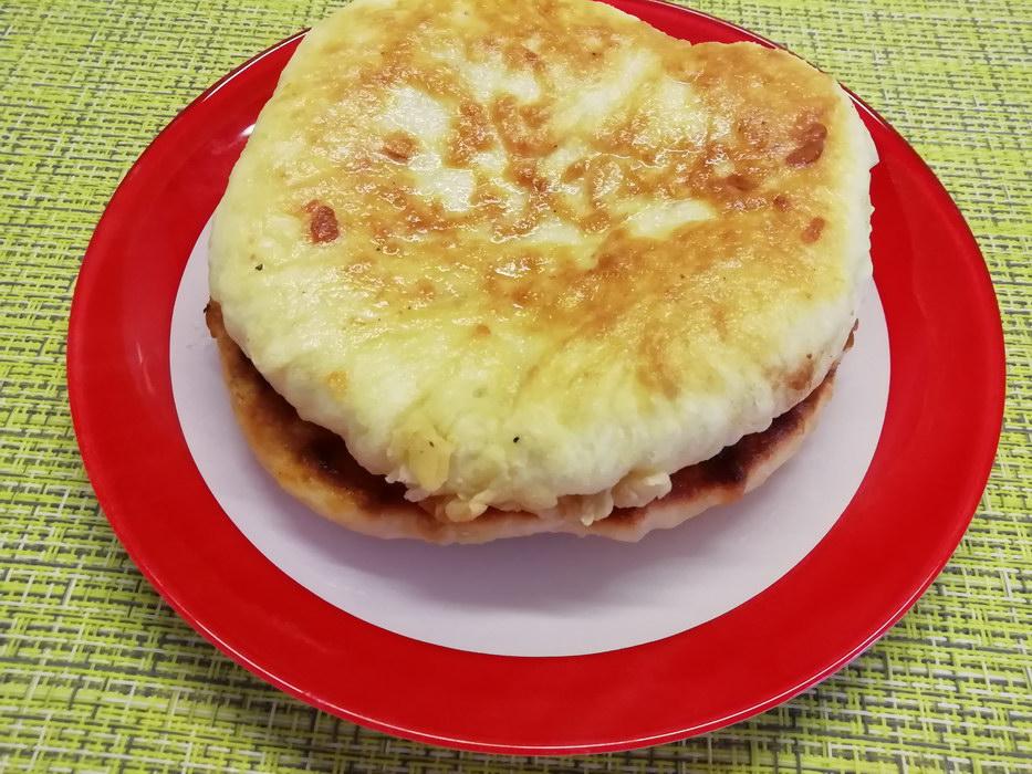 Хачапури на сковороде: простой и быстрый рецепт