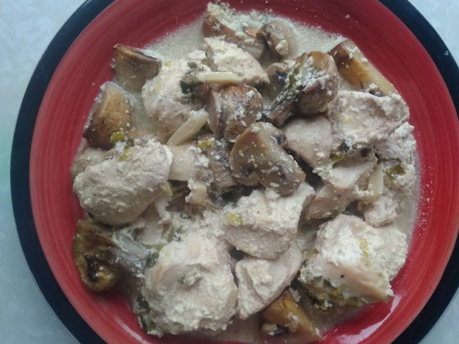Куриное филе с соево-грибной подливкой