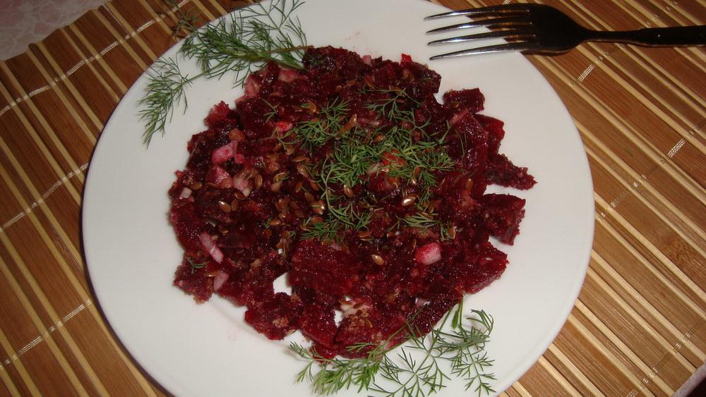 Простой салат из свеклы с семенами льна «Максимум пользы» (без майонеза)