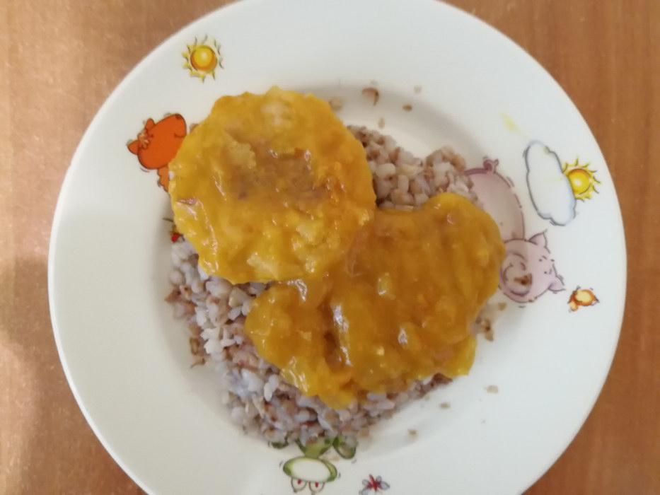 Куриные котлетки с подливкой из овощного детского пюре