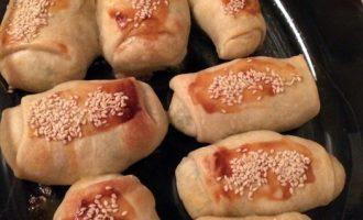 Сырно-луковые трубочки - идеальная закуска для праздничного стола