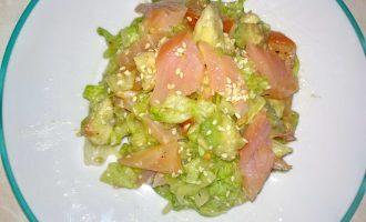 Новый салат с изысканным сочетанием рыбы и овощей