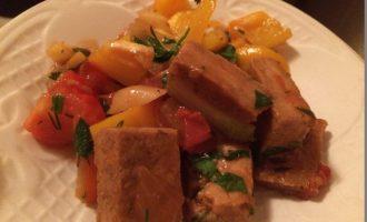 Тофу можно жарить и это вкусно. Достойная замена мясу