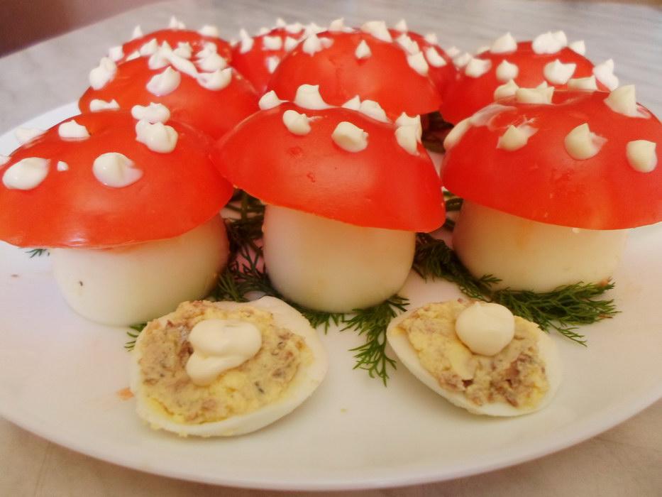 Закуска из консервированной сайры – хорошее праздничное блюдо и очень бюджетно