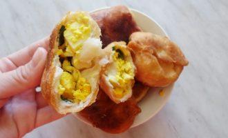 Жареные пирожки с яйцом и луком – всегда получаются и выручают