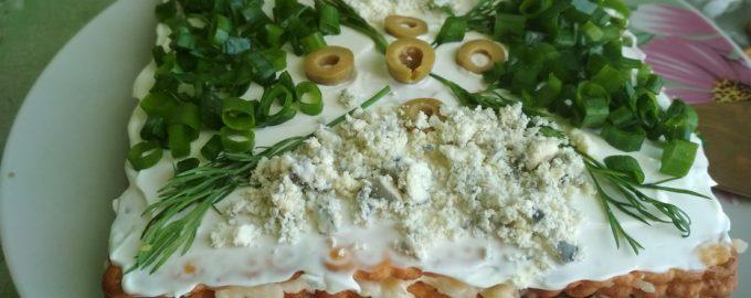 Салат-«Торт с крекером» – отличное блюдо для праздничного стола