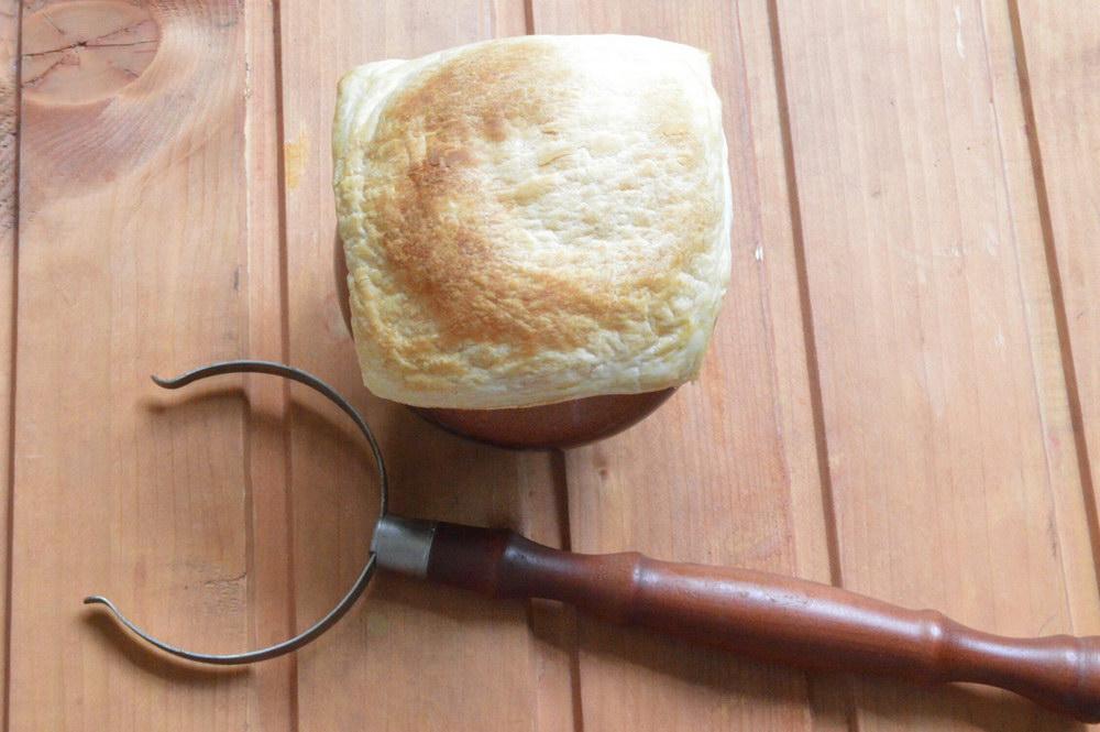 Горшочки с картофелем и мясом с крышечкой из теста