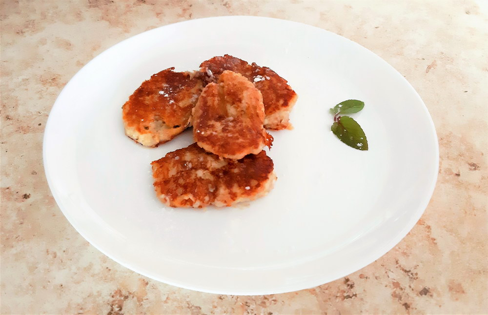 Овсяные оладьи с творогом - идеальный вариант полезного завтрака