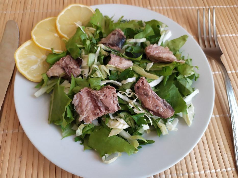 Зелёный салат с консервированной сардиной