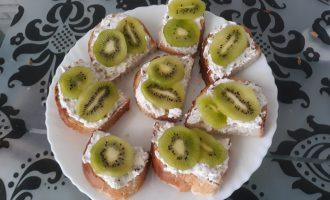 Лёгкие бутерброды с киви