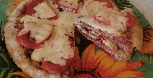 Вкусная пицца «Пятиминутка» на основе лаваша в сковороде