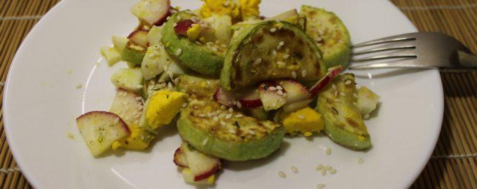 Оригинальный салат из кабачка и редиса, настоящий хит этого лета на нашем столе