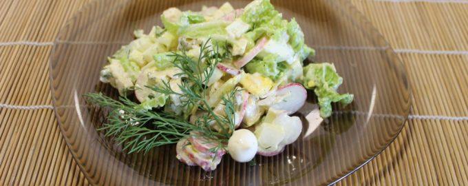 Настоящий летний салат «Редис и курица», получается сытным, но не тяжелым