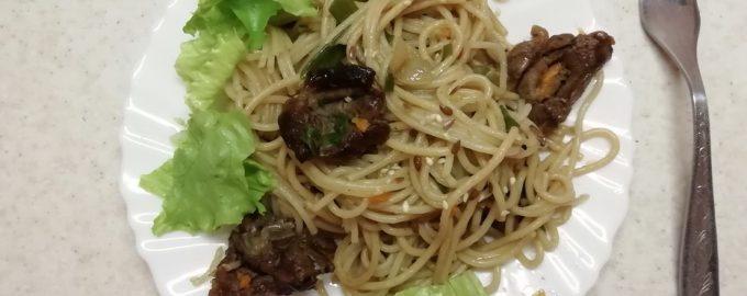 Любимое блюдо моего внука «Wok из спагетти» (дед говорит те же самые макароны по-флотски)