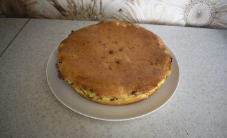 Сытный пирог с луком и яйцами