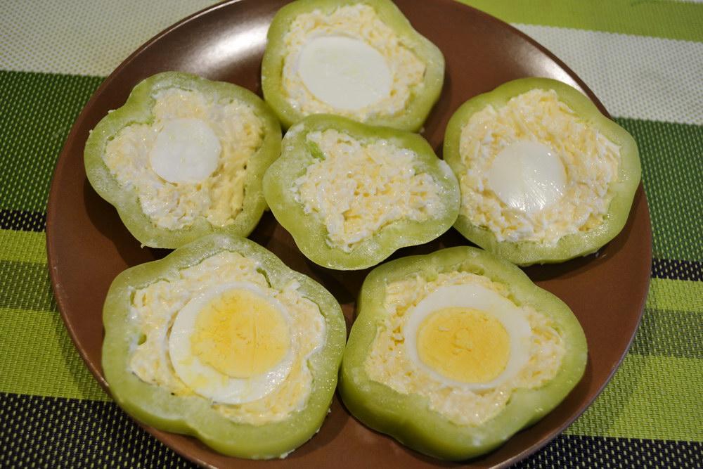 Перец с сыром и яйцом