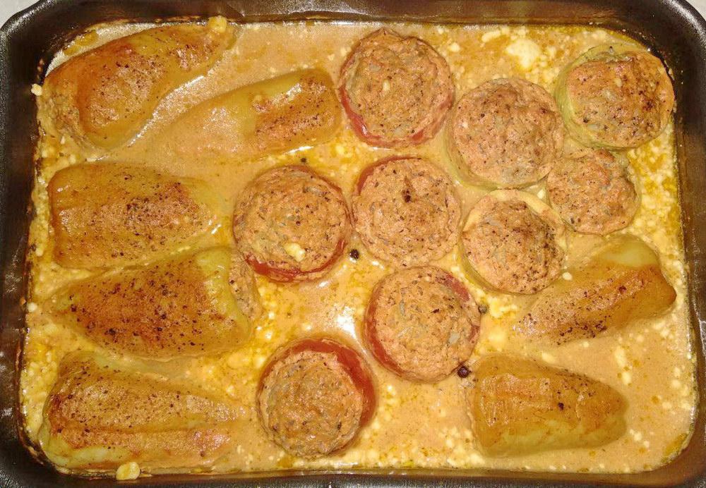 Фаршированные помидоры, кабачки и болгарский перец в духовке.